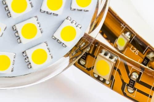 Úsporné LED žiarovky využívajú ako zdroj svetla LED diódy.