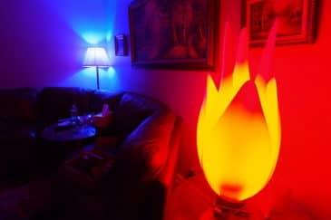 LED osvetlenie miestnosti v rôznych farbách