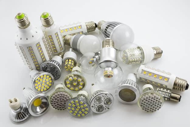 LED žiarovky sa na trhu vyskytujú v najrôznejších prevedeniach.