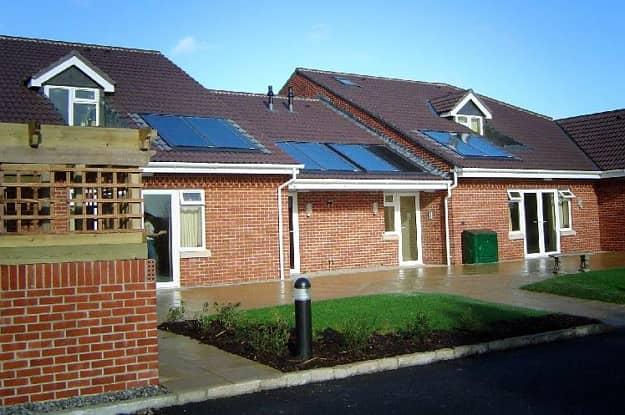 Solárne kolektory integrované do strechy domu. Zdroj: thermosolar.sk