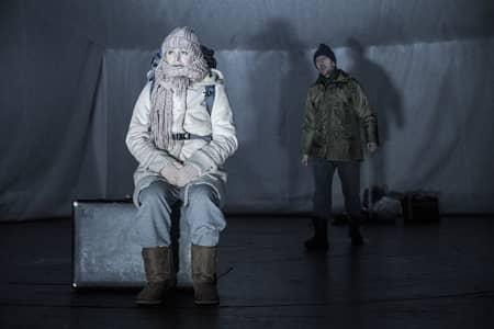 Divadelná hra Blackout sa pohráva s myšlienkou celkového výpadku prúdu a následných možností prežitia.