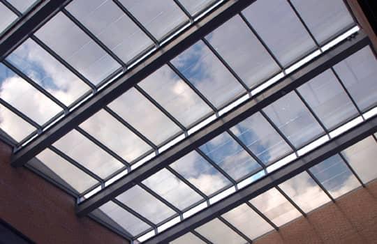 Priehľadné fotovoltaické panely